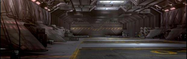 trav2-hangar